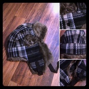🦋2/$10 or 5/$20 D&Y Fur Trimmed Plaid Hat